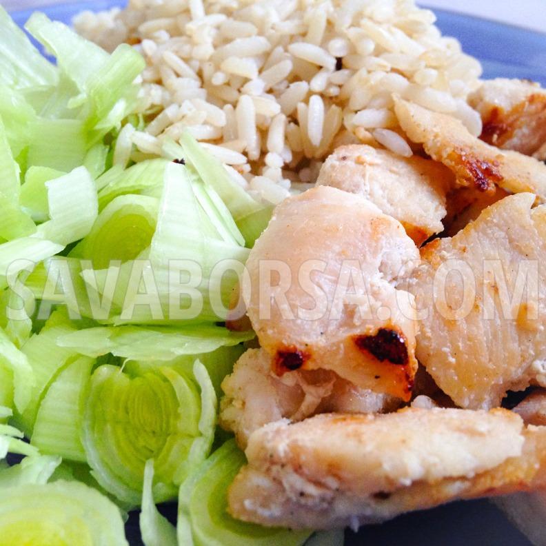 fokhagymas-csirkemellfalatok-poreval-es-barna-rizzsel2