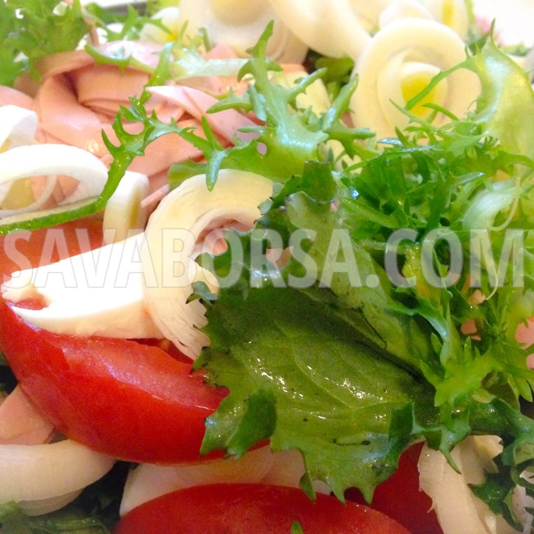 frisee-salata-mozzarellaval-es-parizsival