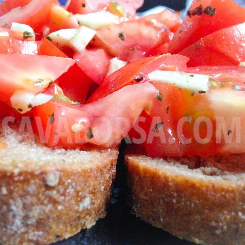 paradicsomos-fokhagymas-kenyer