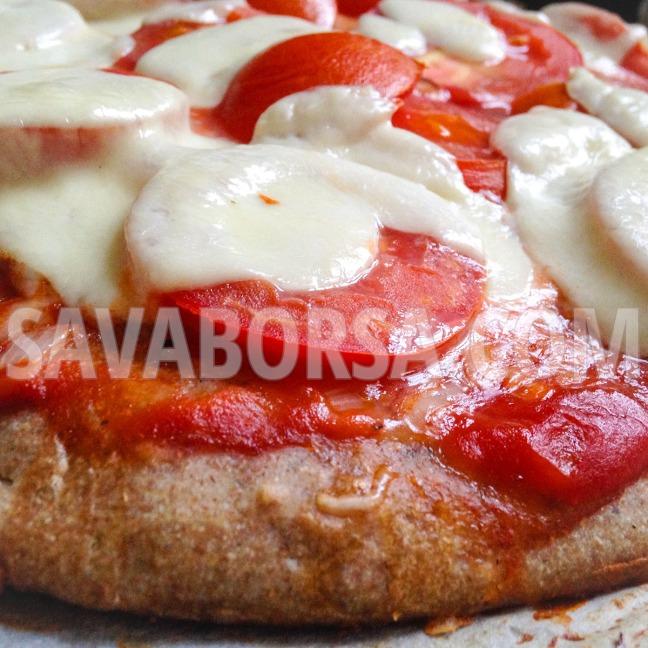teljes-kiorlesu-ketsajtos-paradicsomos-pizza