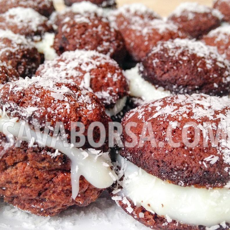 kokuszkremmel-toltott-kakaos-gyomberes-keksz