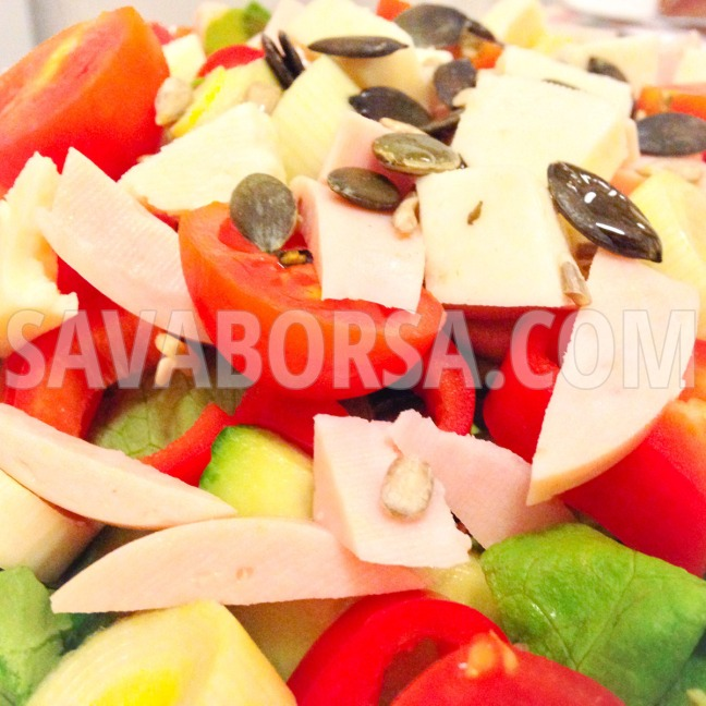 sonkas-sajtos-salata-makolajjal