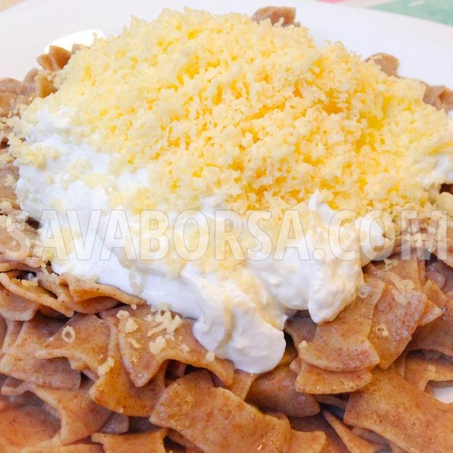 turos-tejfolos-sajtos-barna-teszta