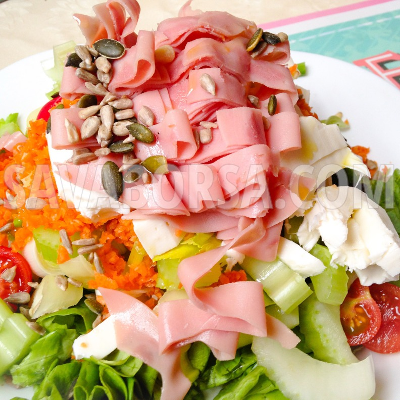 pehelysonkas-salata-mozzarellaval